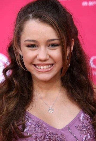 Miley Cyrus ya llamaba la atención desde tiempo atrás con sus dientes ch...
