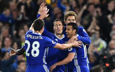 Hazard marcó doblete en el triunfo de Chelsea sobre Manchester City.