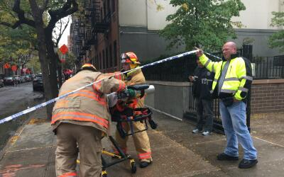 Unos 250 bomberos fueron requeridos para apagar el incendio de 6 alarmas...