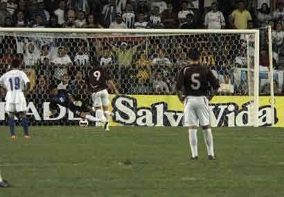 El empate llegó cuando el goleador venezolano Giancarlo Maldonado metió...