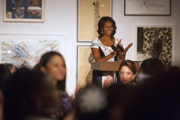 Durante su discurso instó a las primeras  damas a seguir trabajan...