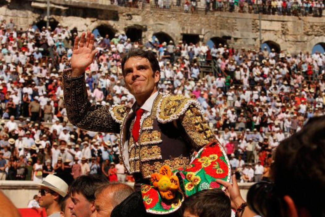 También hay extranjeros que se inclinan ante el fervor de la Guadalupana...