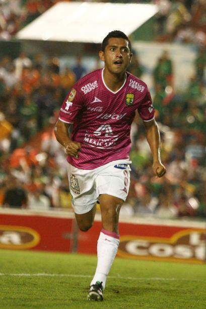 Anotó el primer gol del partido al minuto 12, salió de cambio al minuto...