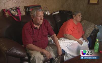 Pareja de abuelitos en Dallas sufre con el calor