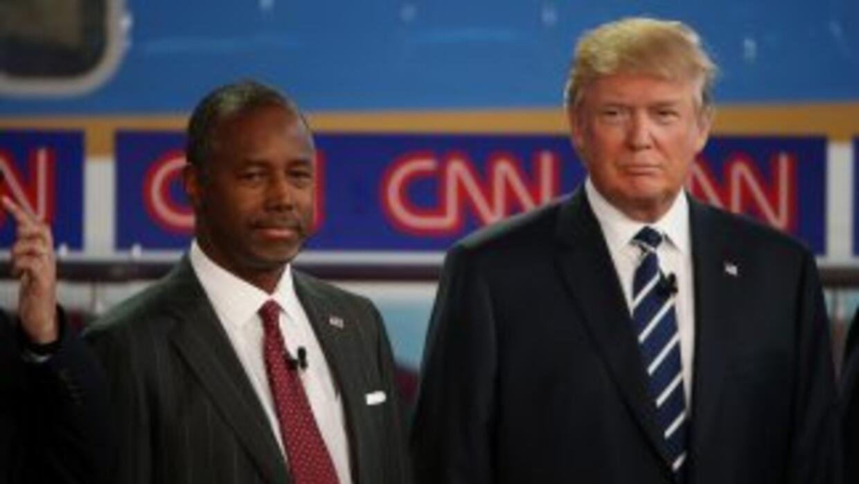 Dos de los aspirantes a la nominación republicana, Ben Carson y Donald T...