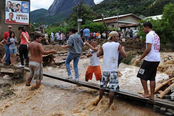 En la ciudad de Teresópolis los muertos son 152 y en Nueva Friburgo se t...
