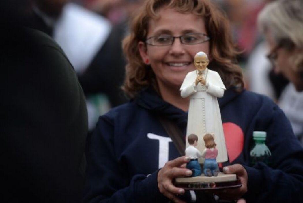 No faltaron las figuras de Juan Pablo II.