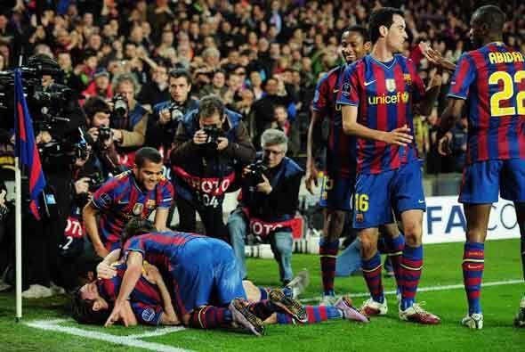El Camp Nou vivía una fiesta alrededor de la magia que surgía de los pie...
