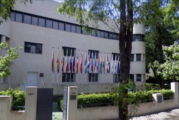 Otra vista del centro donde estudia Lydia Amalia, Real Academia Española...