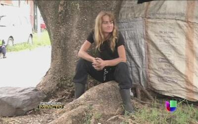 Mujer estadounidense vive en las calles de El Salvador