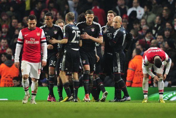 Bayern conquistó el estadio Emirates y puso pie y medio en los cuartos d...