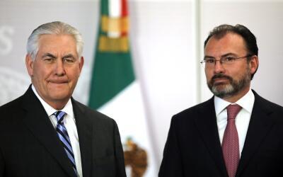 El Secretario de Estado Rex Tillerson y el canciller mexicano Luis Videg...