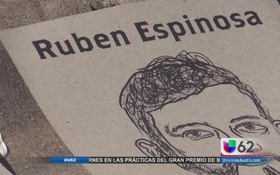 Inmigrantes protestan frente al Consulado Mexicano