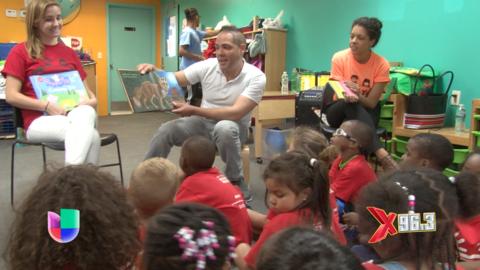 Joel Santiago dice presente en el Día de Lectura de la YMCA