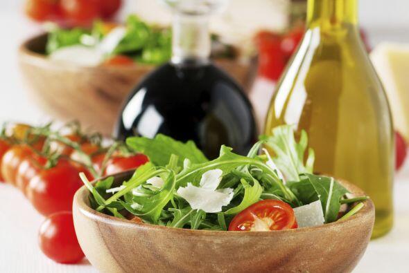 Para realzar el sabor de cualquier mezcla de hojas verdes, la rúcula sie...