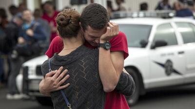 Llamadas al 911 reviven tensión en testigos del tiroteo en escuela secun...