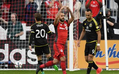 Víctor Vázquez celebra gol Toronto FC vs. Columbus Crew