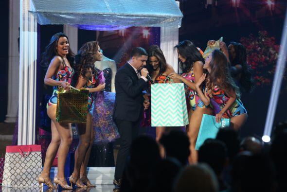 Taco de ojo para Larry Hernández. Las chicas de Nuestra Belleza L...
