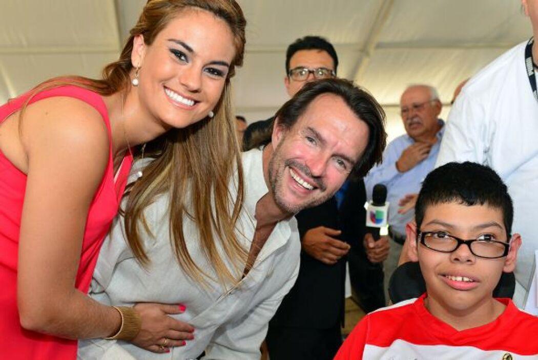 Fernando Landeros estuvo acompañado por su esposa Paola Albarrán, satisf...