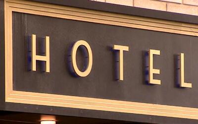 Presentarán en Chicago ordenanza para proteger a empleados de hoteles co...