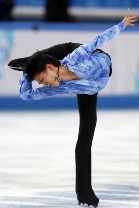 El japonés Yuzuru Hanyu durante la competencia de patinaje artístico en...