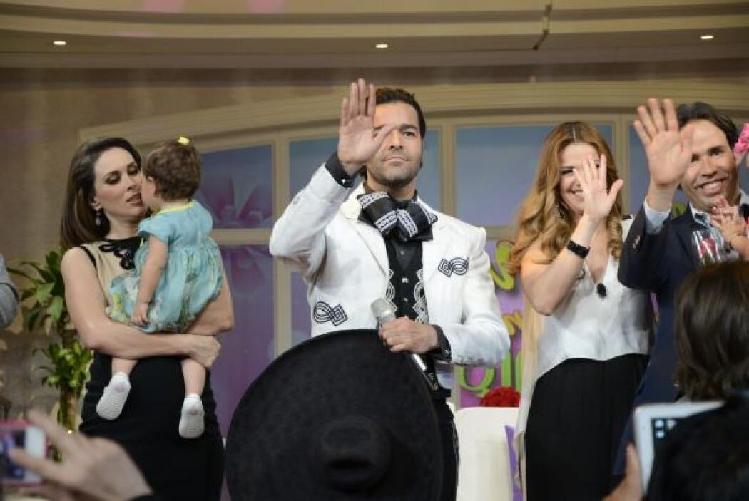 El cantante Pablo Montero llegó enfundado en su mejor traje para consent...