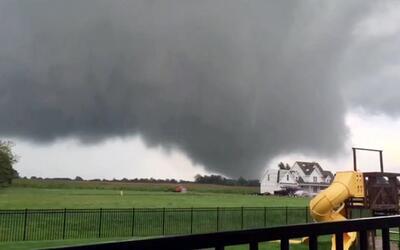 Estado de emergencia en Indiana tras el azote de ocho tornados