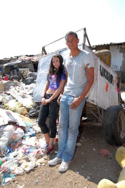 Alejandra Robles Gil y Pierre participan en la telenovela 'La Gata'.