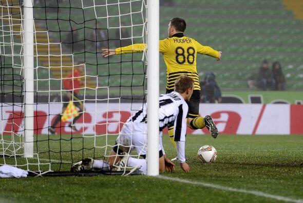 Los escoceses se adelataron con un gol de Gary Hooper.
