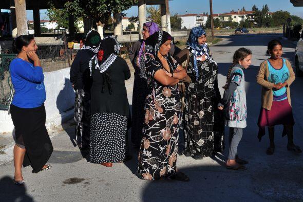 La policía griega encontró a una pequeña de origen búlgaro viviendo con...