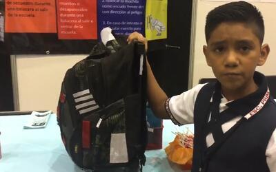 Un niño mexicano crea una mochila antibalas para combatir la inseguridad...