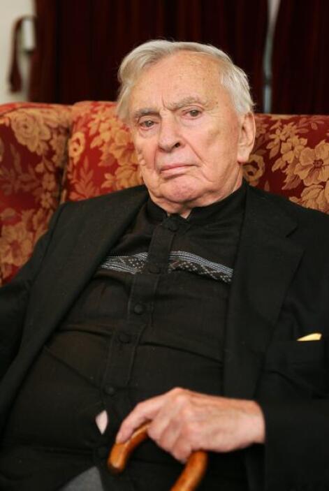 1 de agosto. Gore Vidal, 86 años de edad. Escritor, dramaturgo, político...