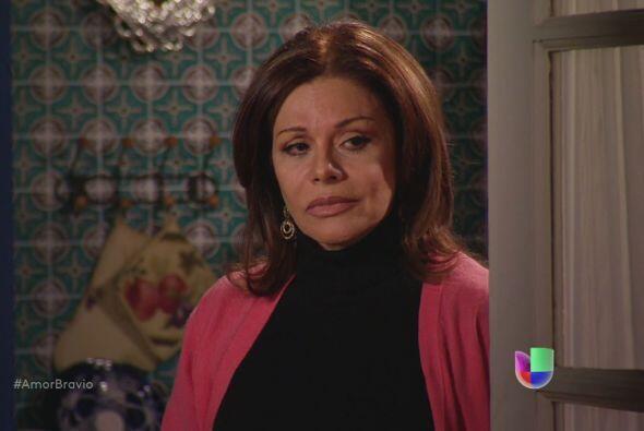 Amanda sufre al ver a su hija enterarse de todo lo que ha hecho Dionisio...