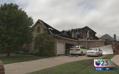 Casa reducida a cenizas tras impacto de rayo