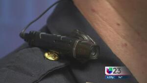 Policias 'armados' con videocámaras
