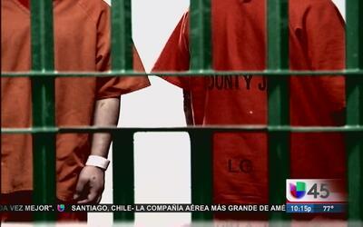 Hispano que fue golpeado en prisión demanda a las autoridades del condad...
