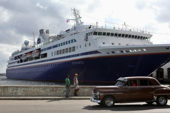 """Para algunos la estancia en Cuba es """"un viaje en el tiempo"""", con coches..."""