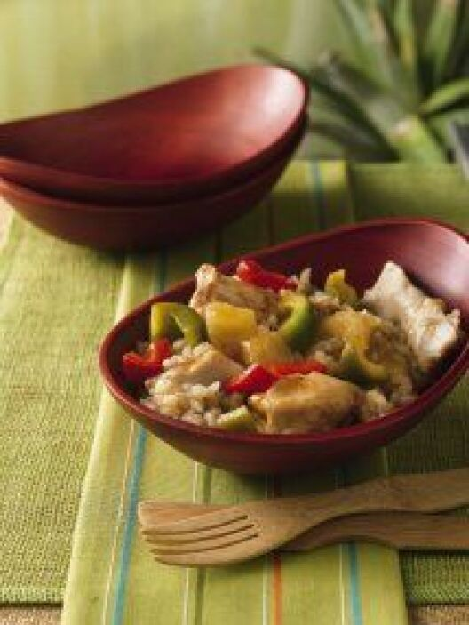 Pollo Waikiki: Un delicioso plato a base de pollo cocido en una salsa ag...