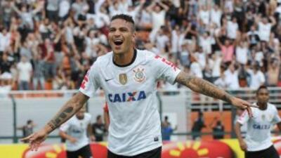 Paolo Guerrero anotó un doblete en la goleada del Corinthians sobre el O...