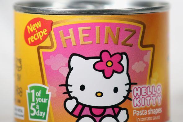 Además señala que Kitty adora cocinar y que puede hacer ga...