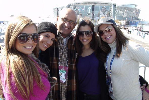 Un entretenido momento en grupo previo al Super Bowl.