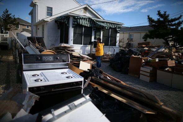 El huracán Sandy causó fuertes vientos y tormentas que pro...