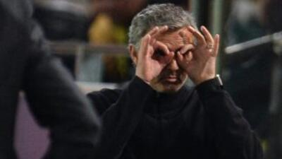 Uno de los tantos gestos que Mourinho realizó a lo largo del partido con...