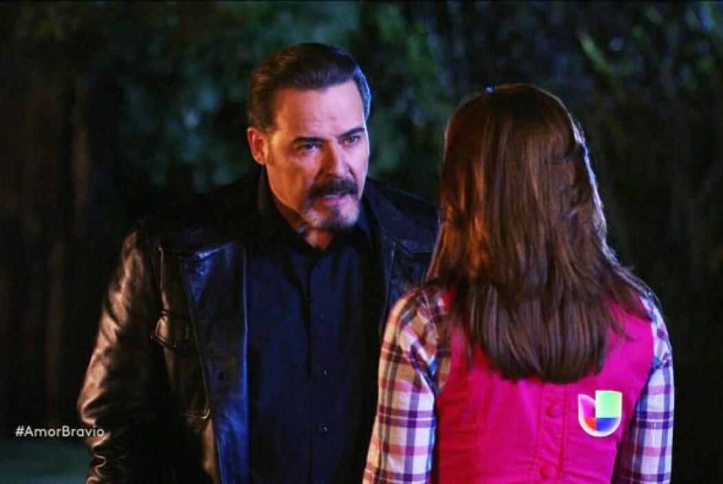 Él está dispuesto a sacar a Agustina de la cárcel sólo si ella acepta la...