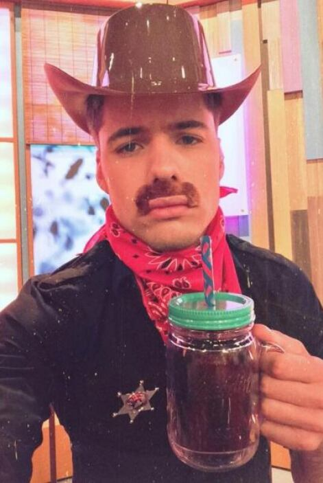 """En #CowBoy en @DespiertaAmeric"", mostró William. (Abril 24, 2014)"