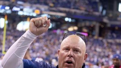 Tras una gran labor como entrenador en jefe interino de los Colts, Bruce...