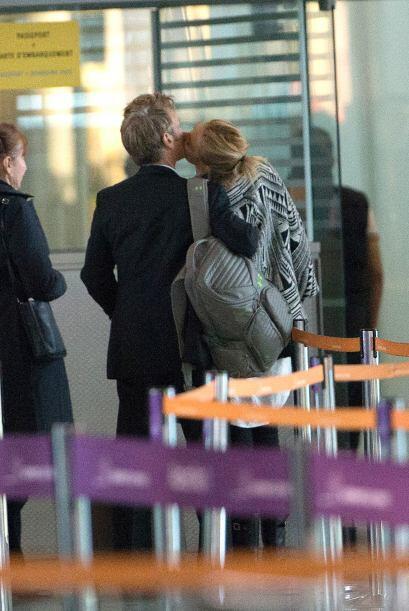 Con estas tremendas muestras de amor los captamos en el aeropuerto de Lo...