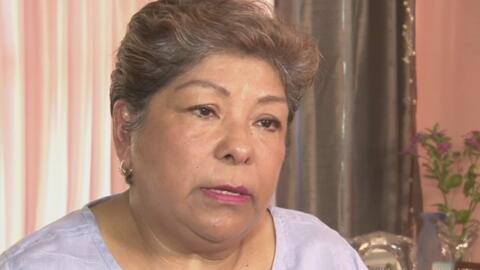 Abuela inmigrante teme que la separen de su familia tras recibir una car...