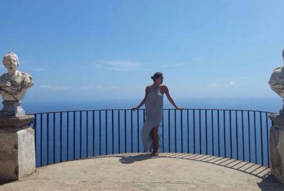 Impresionante vista desde Villa Cimbrone en Ravello, construida en el si...