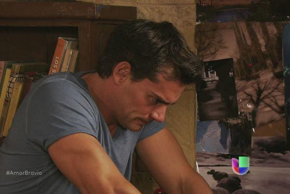Daniel no puede sostener por más tiempo la mentira en que vive con Miria...